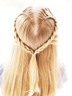 Pretty Hairstyle... I would LOVE to know how to do this!
