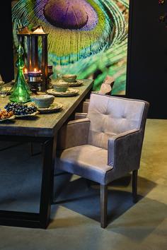 De eetkamerstoelen van PTMD zijn een stijlvolle aanvulling voor je interieur. De grijze eetkamerstoel heeft een landelijke uitstraling!