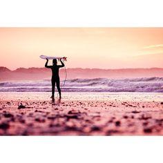 @DaisyKnights // Sunrise surf