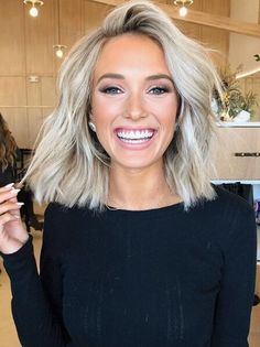 Blonde Hair Cuts Medium, Brown Blonde Hair, Medium Hair Styles, Curly Hair Styles, Hair Medium, Blond Shoulder Length Hair, Medium Blonde Hairstyles, Blonde Wig, Short Blonde Haircuts