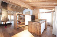 Massivholzküche in einem Salzburger Holzhaus