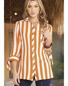 Big Girl Fashion, Girls Fashion Clothes, Fashion Over 50, Fashion Outfits, Sleeves Designs For Dresses, Dress Neck Designs, Blouse Designs, Fancy Dress Design, Dress Making Patterns