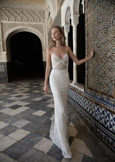 Want to make a fashion statement with a romantic and sexy wedding gown? Alon Livné White's 2017 bridal collection uses unforgettable details that breathe royal elegance and glamour. Take a look at Alon Livné White's 2017 bridal collection here. Mod Wedding, Dream Wedding, 2017 Wedding, Elegant Wedding, Glamorous Wedding, Lace Wedding, Wedding White, Trendy Wedding, Mermaid Wedding