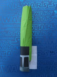 DIY tutorial with free printable - light saber napkins for Star Wars party