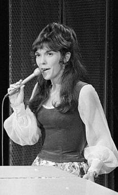 "Karen Carpenter performing on ""The Carol Burnett Show. Carol Carpenter, Richard Carpenter, Karen Richards, Carol Burnett, Gone Girl, Perfect Woman, Female Singers, Celebs, Celebrities"