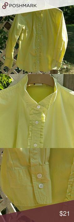 Yellow J. Plus Fashion, Womens Fashion, Fashion Tips, Fashion Design, Fashion Trends, Dress Up Jeans, Yellow Blouse, Cute Blouses, Bright Yellow