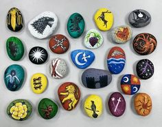 I realized that some of the house sigils presented in the show varied greatly from those described in the books. Most of the sigils I painted on these stones resemble the sigils more closely. What more houses are missing in the collection? #art #artph #illustration #storystones #painting #rockpainting #doodle #doodles #story #tellmeastory #gameofthrones #got #sigil #fanart #asongoficeandfire