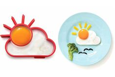 If you're not a morning person, rising and shining can be rough. But we've come across a charming solution that'll cure those early morning blues and pack in a healthy breakfast -- Sunnyside Egg Molds. Cute Food, Good Food, Silicone Egg Mold, Egg Molds, Little Lunch, Blog Deco, Cuisines Design, Food Humor, Eating Clean