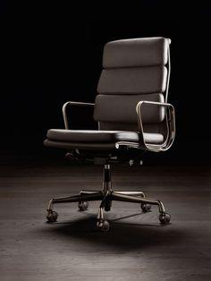 Vitra Eames Aluminium Chair - Dark Chrome Edition