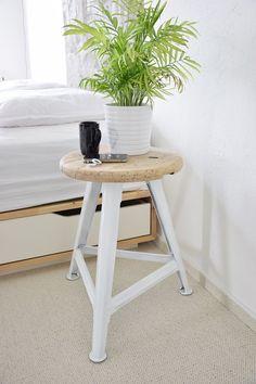 renovation stool / interior bedroom inspiration / renovace staré stoličky na blogu http://tamarki.cz/page/2/