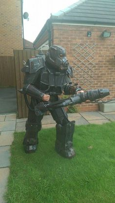 Enclave Hellfire Completed with new upgraded weapons Fallout 4 Weapons, Fallout Power Armor, Fallout Props, Fallout Fan Art, Fallout 4 Mods, Fallout Cosplay, Cosplay Diy, Halloween Cosplay, Best Cosplay