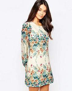 Vestido recto de manga larga con estampado de flores en el borde de Yumi