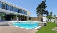 moderna-piscina-de-vidro-borda-infinita.jpg 698×400 pixels