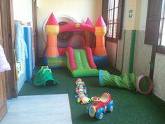 Immancabile scivolo gonfiabile nell'area della Scuola dell'infanzia. http://www.scuolasavio.it/scuola-dell-infanzia.html
