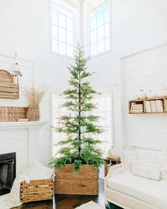32 Popular Minimalist Christmas Home Decor Ideas - Christmas decorations will transform your home into a Christmas wonderland if done properly. And you don't need to spend a fortune. Scandinavian Christmas Decorations, Decoration Christmas, Cozy Christmas, Simple Christmas, All Things Christmas, Christmas Holidays, Christmas Crafts, Scandinavian Holidays, Xmas
