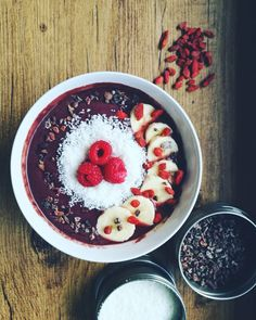 Everybody açai! This gorgeous bowl of good healthy food is everything you need to kick-start your day.  Choose your size and superfood toppings and go go go!  # fithap #ghent #açcai #açaibowl #breakfast #bananas #superfood #coco #cocoanibs #gojiberry #ataste