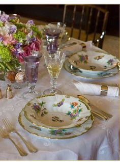 Today at we are celebrating traditional tablescapes complete with fine china silver crystal pressed white linens etc. Are these things going by the wayside with todays more casual lifestyle? Lets hope not! Dresser La Table, Herend China, Beautiful Table Settings, Deco Table, Decoration Table, China Dinnerware, Place Settings, Fine China, Dinner Table