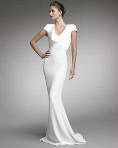 Alexander McQueen também inclui na usa coleção modelos com linhas clásicas e muito glamour