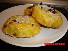 Pateuri ciu carne din foietaj - Bucataria cu noroc Noroc, Baked Potato, French Toast, Potatoes, Baking, Breakfast, Ethnic Recipes, Morning Coffee, Potato