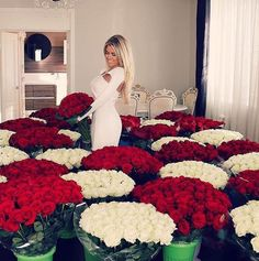 Si tu cherche dès photo pour ta Chro ou pour ton profil bah va voir m… #aléatoire # Aléatoire # amreading # books # wattpad Beautiful Wife, Beautiful Roses, Classy Couple, Romantic Gestures, Red Wedding Dresses, Luxury Flowers, Beach Bunny, Flower Centerpieces, Rose Bouquet