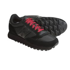 All black, comes with extra laces in red. I put the red ones on.