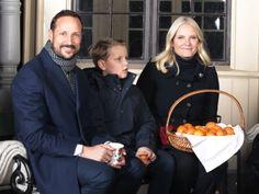 kongehuset.no:  Norwegian Royal Family Christmas Photo Shoot, Dronningparken, Oslo, December 20, 2016-Prince Sverre Magnus with his parents Crown Prince Haakon and Crown Princess Mette-Marit