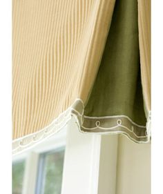 Here's a genius trick borrowed from clothing design: Line the inside of a kick pleat with a contrasting fabric. The peekaboo color makes for a delightful surprise. This valance is capped with a fanciful scrolled trim. Drapery Designs, Drapes Curtains, Valances, Cornices, Pelmets, Custom Window Treatments, Window Dressings, Window Styles, Throw Pillows Bed