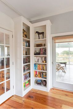 41 Trendy ideas for hallway storage corner bookshelves Corner Bookshelves, Built In Bookcase, Bookshelf Ideas, Bookcases, Library Shelves, Book Shelves, Open Shelves, Floating Shelves, Living Room Shelves