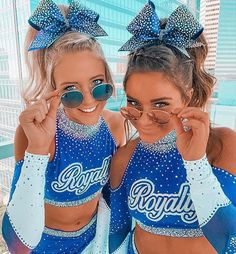 Cheer Jumps, Cheer Stunts, Cheer Dance, Cheer Picture Poses, Cheer Poses, Picture Ideas, Photo Ideas, Cheer Outfits, Cheerleading Outfits
