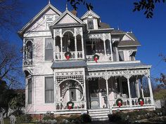 gingerbread house in waxahachie