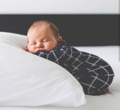 New Ideas For New Born Baby Photography : Pure baby goodness naissance part naissance bebe faire part felicitation baby boy clothes girl tips Newborn Baby Photos, Newborn Shoot, Newborn Baby Photography, Newborn Pictures, Baby Pictures, Candid Photography, Cute Babies Newborn, Newborn Care, Photography Magazine