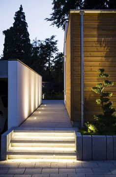 indirekte beleuchtung-terrasse-led-terrasse-balkonboden Source by jrgen_frings Hidden Lighting, Stair Lighting, Living Room Lighting, Outdoor Lighting, Lighting Design, Outdoor Decor, Lighting Ideas, Outdoor Ideas, Indirect Lighting