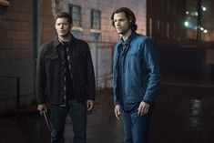 'Supernatural' stars Jensen Ackles, Jared Padalecki, Misha Collins reveal the characters they want to see in the final season -- watch video Supernatural Sam Winchester, Supernatural Star, Supernatural Episodes, Sam And Dean Winchester, Supernatural Seasons, Winchester Brothers, Jensen Ackles, Jared And Jensen, Eric Kripke
