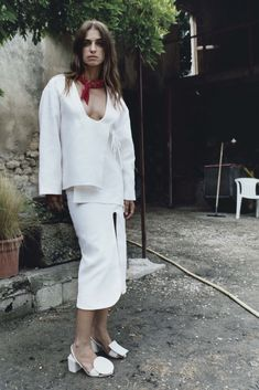 Jacquemus Resort 2016 Fashion Show Fashion Line, White Fashion, Fashion News, Runway Fashion, Fashion Models, Fashion Show, Fashion Looks, Fashion Design, Ladies Fashion