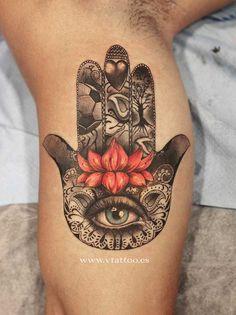 Die Hand der Fatima auch Hamsa genannt, gilt als universell schützend und als wirksamste Abwehrmaßnahme im Kampf gegen die Dschinn und den Bösen Blick. Das Symbol ist als Distanzgeste ein magisches Abwehrmittel, zum anderen ist es eine Segen spendende Hand, ein Symbol für Kraft und Glück. Die D…