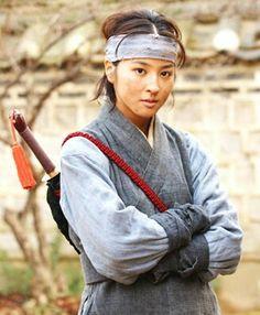 Emissary Park Moon-soo(Hangul:어사박문수) is a 2002 South Korean television series starringYu Joon-sang., It aired onMBCfor 15 episodes. 소화련 한혜진 Han Hye Jin, Dramas, King, Drama