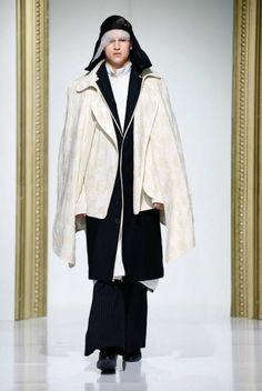 Gala UAD 2013, Designer: Andreea Castrase, Collection: identitatea Catwalk, Duster Coat, Raincoat, Womens Fashion, Jackets, Fashion Design, Collection, Woman, Rain Jacket
