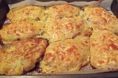 Snitele de porc in crusta de cartofi - Galerie foto Bacon Fried Cabbage, Slovak Recipes, Family Meals, Ham, Cauliflower, Food And Drink, Health Fitness, Menu, Cooking Recipes