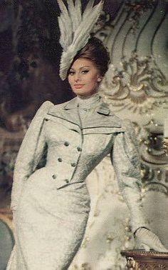 A Breath of Scandal Loren Sofia, Sophia Loren Images, Marilyn Monroe Photos, Catherine Deneuve, Beauty Pageant, Fashion Pictures, Most Beautiful Women, Pin Up Girls, Besties