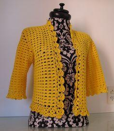 Criei este casaquinho inspirada nos dois modelos abaixo. O bolero me inspirou no formato e a jaqueta no ponto. Não encontrei gráf...