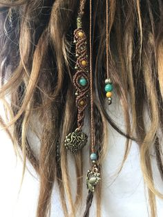 Makramee Dreadwrap Loving Dreadwrap with sliding clasp. Can therefore also be used without dreads. Dreads, Hippie Style, Dread Wraps, Curly Hair Styles, Natural Hair Styles, Dreadlock Extensions, Hippie Hair, Gypsy Hair, Estilo Hippie