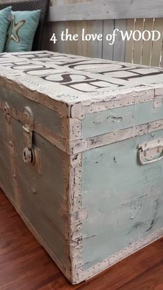 4 the love of wood: PAINTING A METAL TRUNK - beach house themed