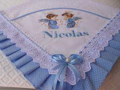 Manta de Laise bordada a máquina personalizada .Com acabamento em tecido 100% algodão laise e passa fita.