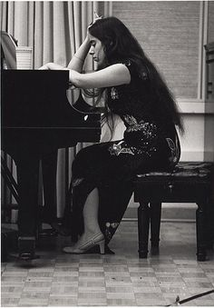 Smoking at the piano Laura Nyro Laura Nyro, Animal Rights Movement, Classic Rock Artists, Joan Baez, Women Of Rock, Rhythm And Blues, Artist Life, Female Singers, Latest Music
