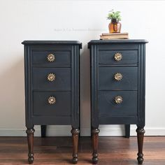 I love this color! It's the prettiest deep navy made by called Black River. It's sealed with Woodland scented OBMP wax… Eco Furniture, Farmhouse Furniture, Paint Furniture, Repurposed Furniture, Furniture Projects, Furniture Makeover, Farmhouse Bedrooms, Furniture Design, Farmhouse Table