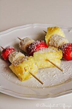 Breakfast at Tiffany's: Spiedini di frutta al cocco / Coconut skewers with...