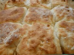 Biscuits for Dummies 2 cups Bisquick (I used the Heart-Smart variety) ½ cup sour cream (I used light sour cream) ½ cup Sprite, or Sierra Mist ¼ cup melted butter Best Breakfast, Breakfast Recipes, Cooking For Dummies, Bread Winners, Southern Biscuits, Entree Recipes, No Bake Treats, Pop Tarts, Love Food