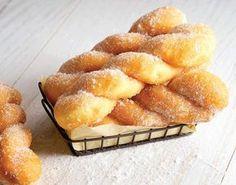 Am văzut niște gogoși răsucite … Romanian Desserts, Romanian Food, Donut Recipes, Cookie Recipes, Dessert Recipes, Sweet Cooking, Pastry And Bakery, Sweet Pastries, Cafe Food