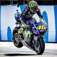 VR46TheDoctor46 stoppie