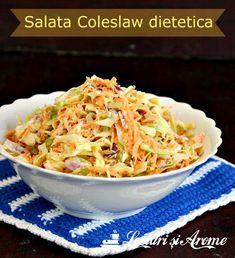 Salata Coleslaw dietetica, cu varza, morcovi si dressing de iaurt cu mustar. o salata simplu de facut, gustoasa si sanatoasa